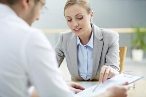 Statt für die modifizierte Unterlassungserklärung auf eine Vorlage zu vertrauen, sollten Sie sich an einen Anwalt wenden.