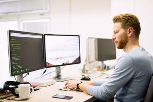 Programme gelten ebenso als Werk und fallen unter das Urheberrecht.