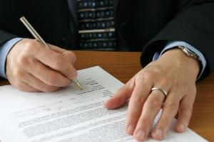 Strafbewehrte Unterlassungserklärung: Ein Muster sollte im Urheberrecht nicht leichtfertig unterschrieben werden.