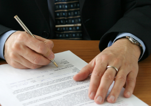 Eine strafbewehrte Unterlassungserklärung sollten Sie nicht unterschreiben, bevor sie modifiziert wurde.