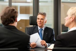 Unterlassungsklage: Ein Muster ersetzt nicht de Beratung durch einen Rechtsanwalt.
